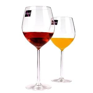 手持酒杯平面设计