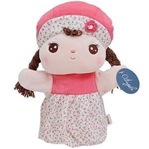 有一种很可爱的娃娃,脸上有点点小麻子,貌似是外国的一种娃娃.