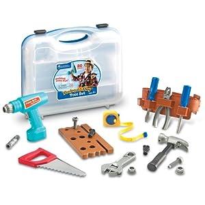 """锯子,卷尺,螺母,螺钉,用于""""钻孔""""的木板,电钻和便利的工具带."""